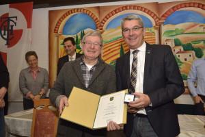 Auszeichnung von Dieter Müller mit der Ehrennadel in Silber anlässlich der Jahreshauptversammlung des THC Rot-Weiß Bergisch Gladbach e.V.